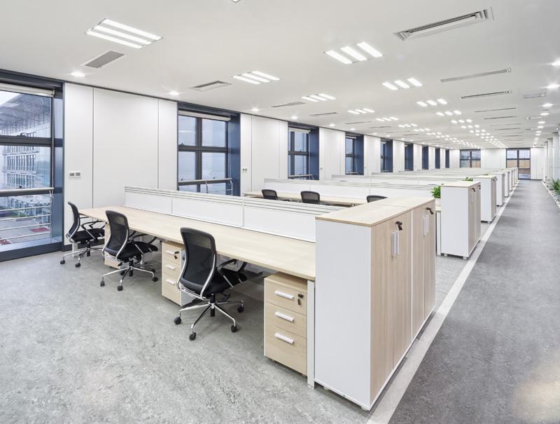 Oficinas modernas con mobiliario Desmon