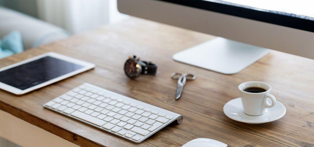 Mesa de madera pequeña para oficina
